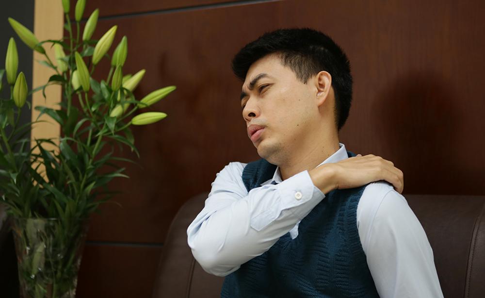 đau mỏi vai gáy