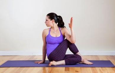 8-bai-tap-yoga-giup-chua-dau-kinh-toa-hieu-qua-3