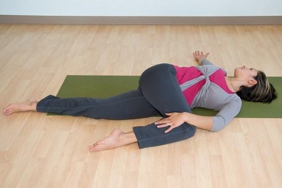 8-bai-tap-yoga-giup-chua-dau-kinh-toa-hieu-qua-5