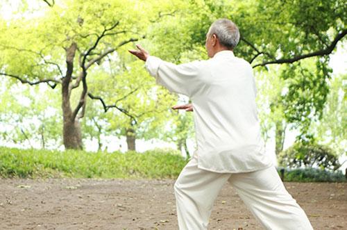 Bài tập dưỡng sinh chữa đau khớp gối ở người già