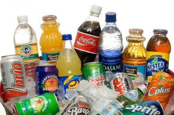 Người bị bệnh gút kiêng nước uống có gas, chất kích thích