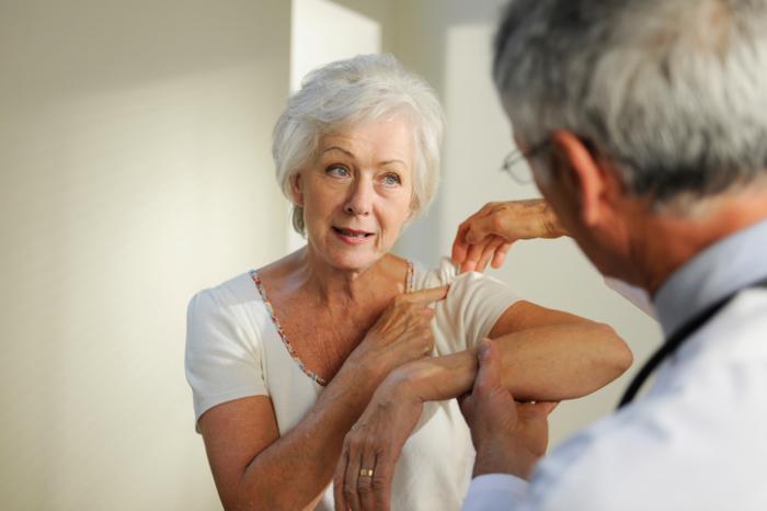 Tuổi tác cũng chính là nguyên nhân dẫn đến đau thần kinh vai gáy