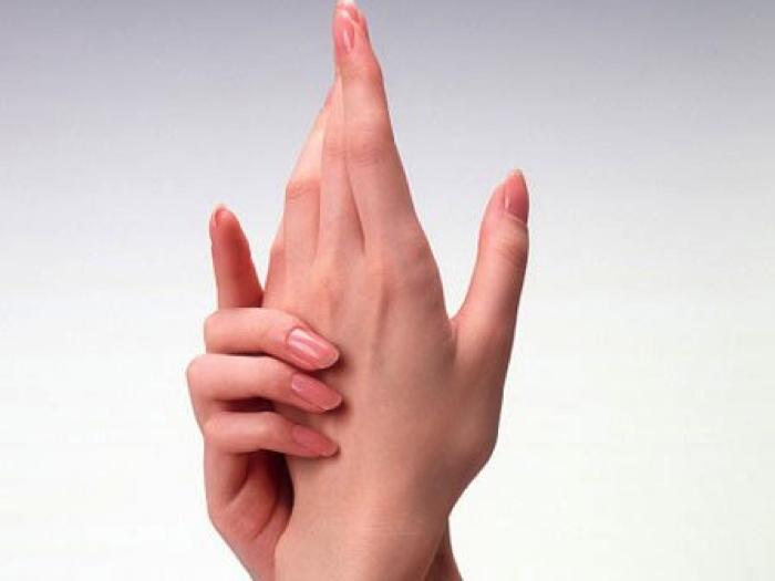 Bị tê tay khi ngủ
