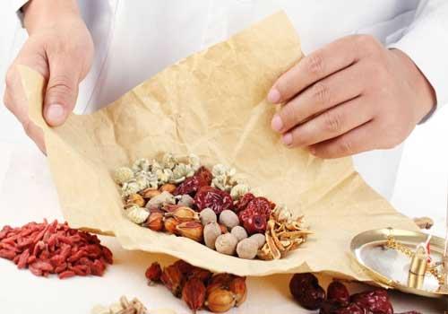 Sử dụng thuốc Đông y để điều trị bị tê tay khi ngủ